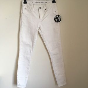 a perfect pair of white jeans in 24